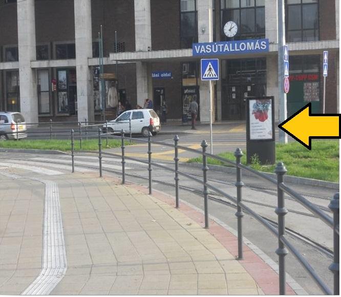 Vasútállomás-város-fele